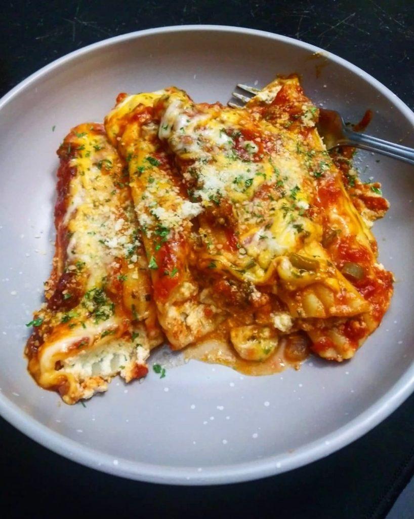 manicotti with sausage tomato sauce